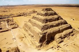 A pirâmide de degraus de Saqqara