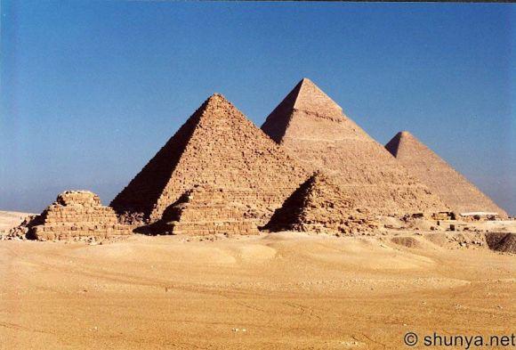 As pirâmides lisas de Gisé