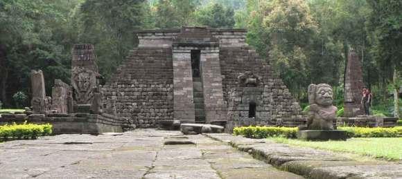 pirâmide de Cani Sukuh