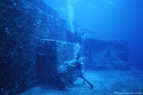 pirâmide subaquática de Yonaguni